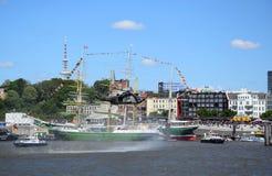 Hamburgo, Alemanha: Chopper Rescue Show no St Pauli-Landungsbrucken, Hafengeburtstag - celebra??o do anivers?rio do porto fotografia de stock