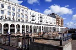 HAMBURGO, ALEMANHA - 3 DE ABRIL: Opinião da rua de Hamburgo do centro sobre Foto de Stock Royalty Free