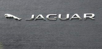 Hamburgo, Alemanha - 13 de julho de 2017: O PLC de Rover Automatic da terra de Jaguar é a holding da terra Rover Limited de Jagua Fotografia de Stock Royalty Free