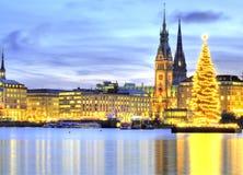 Hamburgo, Alemania con el árbol de Christmass Fotos de archivo