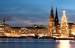 Hamburgo, Alemania con el árbol 2 de Christmass Foto de archivo libre de regalías