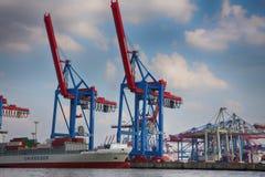 Hamburgo, Alemania - 28 de julio de 2014: Vista del puerto de puerto de Hamburgo fotos de archivo