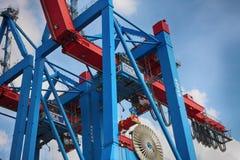 Hamburgo, Alemania - 28 de julio de 2014: Vista del puerto de puerto de Hamburgo fotografía de archivo libre de regalías