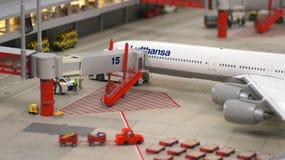 HAMBURGO, ALEMANIA - 8 de marzo de 2014: Flughafen Wunderland Hasta 40 diversos aviones, de Cessna a Airbus A 380, son Fotos de archivo