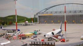 HAMBURGO, ALEMANIA - 8 de marzo de 2014: Flughafen Wunderland Hasta 40 diversos aviones, de Cessna a Airbus A 380, son Foto de archivo libre de regalías