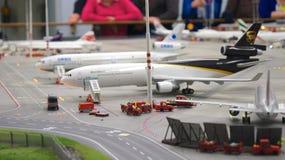 HAMBURGO, ALEMANIA - 8 de marzo de 2014: Flughafen Wunderland Hasta 40 diversos aviones, de Cessna a Airbus A 380, son Fotografía de archivo