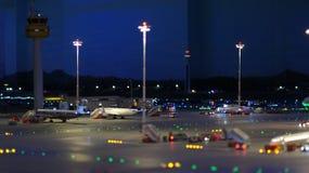 HAMBURGO, ALEMANIA - 8 de marzo de 2014: Flughafen Wunderland Hasta 40 diversos aviones, de Cessna a Airbus A 380, son Fotos de archivo libres de regalías