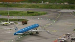 HAMBURGO, ALEMANIA - 8 de marzo de 2014: Flughafen Wunderland Hasta 40 diversos aviones, de Cessna a Airbus A 380, son Imagenes de archivo