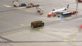 HAMBURGO, ALEMANIA - 8 de marzo de 2014: Flughafen Wunderland Hasta 40 diversos aviones, de Cessna a Airbus A 380, son Foto de archivo
