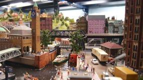 HAMBURGO, ALEMANIA - 8 de marzo de 2014: Miniatur Wunderland es una atracción ferroviaria modelo y el más grande de su clase en fotos de archivo libres de regalías