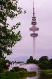 Hamburgo, Heinrich-Hertz-Turm, estaciona próximo pelo centro imagens de stock royalty free