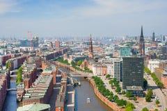 Hamburgo y puerto imagenes de archivo
