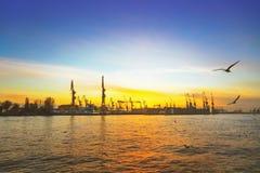 Hamburgo y río Elba imagen de archivo