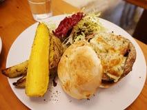 hamburguer do queijo do cogumelo do portabello Fotos de Stock