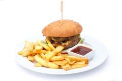 Hamburguer e microplaquetas do queijo com ketchup Imagem de Stock