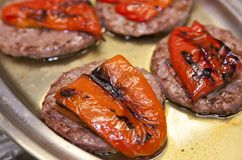 Hamburgueres com pimentas Fotos de Stock