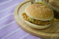 Hamburguesa americana del pollo Imagenes de archivo
