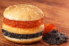 Hamburguesa con el caviar Fotografía de archivo libre de regalías