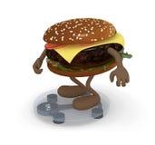 Hamburguesa con los brazos y las piernas sobre balanza Imagen de archivo libre de regalías