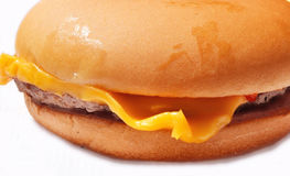 Hamburguesa con macro del queso Imagen de archivo libre de regalías