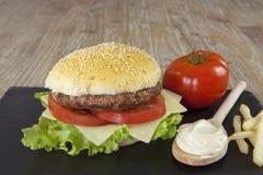 hamburguesa de la X-ensalada imagenes de archivo