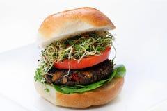 Hamburguesa del Veggie de la seta con los brotes Imagenes de archivo