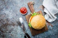Hamburguesa hecha en casa fresca imagen de archivo