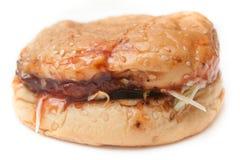 Hamburguesa hecha en casa malsana empapada Imagenes de archivo