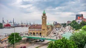Hamburguesa Landungsbruecken en el río Elba, distrito del St Pauli, Hamburgo, Alemania fotos de archivo