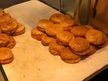 Hamburguesa mojada turca con el escaparate de la salsa/de la hamburguesa del islak fotografía de archivo libre de regalías
