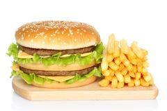 Hamburguesa y patatas fritas Imagenes de archivo