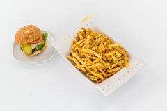 Hamburguesa y patatas fritas Fotografía de archivo libre de regalías