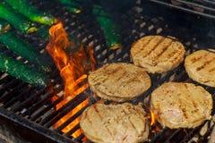 Hamburguesas de la barbacoa de la carne de la carne de vaca o de cerdo para la hamburguesa preparada asada a la parrilla Imagen de archivo
