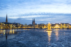 Hamburski Alster jezioro przy bożymi narodzeniami Zdjęcia Royalty Free