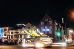 HAMBURSKI David komendy policji ulic nighttime ujawnienie Europa pije transportu publicznego schronienia starego dom obrazy stock