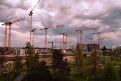 Hamburski Hafen miasto na wieczór fotografia stock