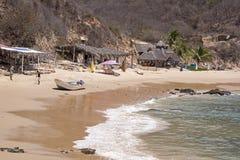 Hameau de pêche par l'océan pacifique mexicain photos libres de droits