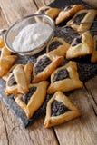Hamentashen semestrar triangulära kakor med vallmofrö för Purim Royaltyfri Bild