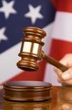 Hamer en Amerikaanse vlag Stock Afbeelding