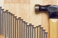 Hamer en de Samenvatting van Spijkers stock afbeelding