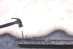 Hamer en spijker stock fotografie