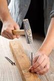 Hamer en spijkerhoutbewerking Royalty-vrije Stock Afbeeldingen