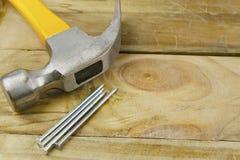 Hamer en spijkers Stock Fotografie