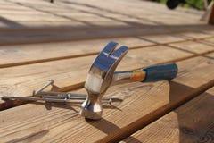 Hamer en spijkers Stock Afbeelding