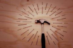 Hamer en spijkers op houten achtergrond Royalty-vrije Stock Fotografie