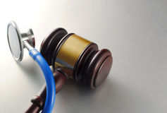 Hamer en stethoscoop royalty-vrije stock afbeeldingen