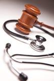 Hamer en Stethoscoop op Achtergrond Gradated Stock Afbeelding