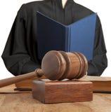 Hamer en vrouwelijke rechter royalty-vrije stock afbeelding
