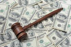 Hamer op dollars Royalty-vrije Stock Afbeelding