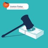Hamer van rechtvaardigheid op een 100 dollarstapel Royalty-vrije Stock Foto's